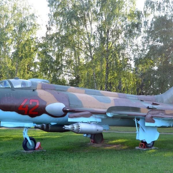 su-17m-na-stoyanke-aviamuzeya-2