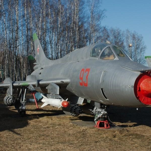 su-17m3-na-stoyanke-aviamuzeya-2