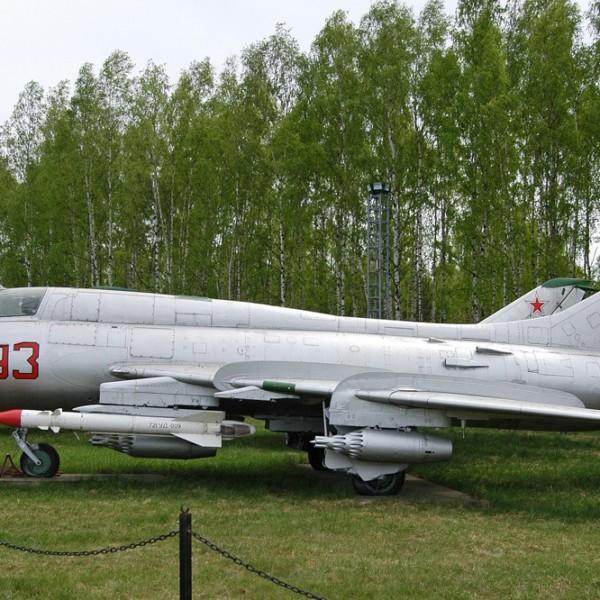 su-17m3-na-stoyanke-aviamuzeya-4