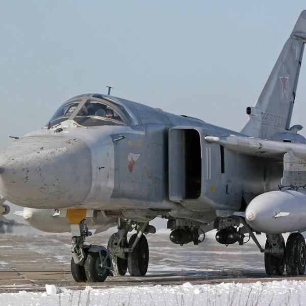 su-24m-vyrulivaet-na-start