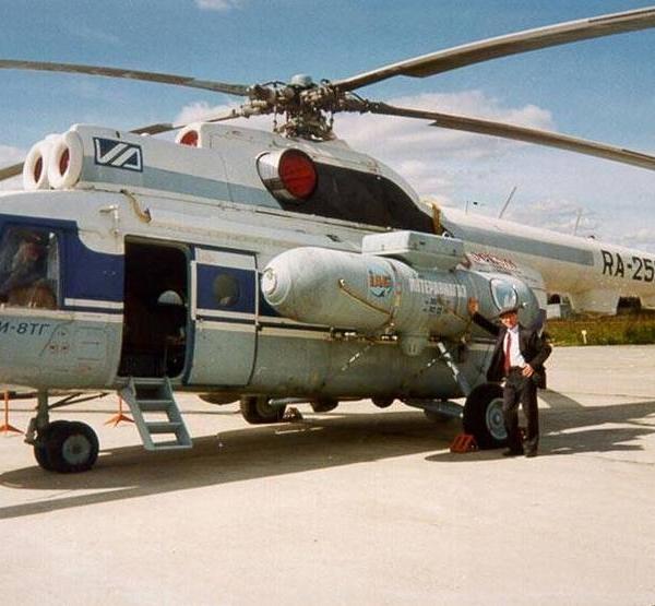 Вертолет Ми-8ТГ на стоянке.