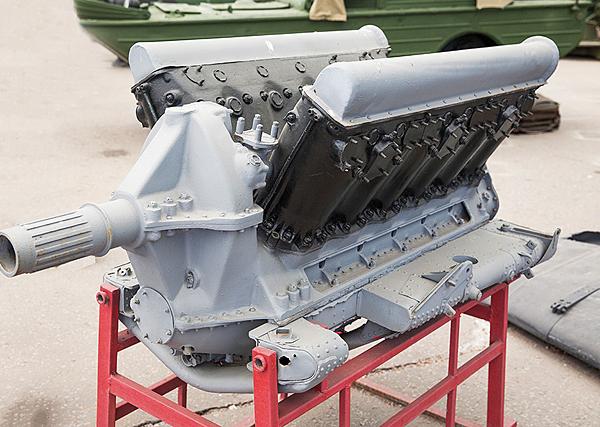 1.Двигатель М-103.