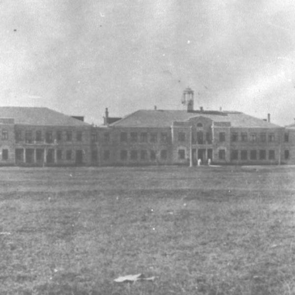 1.Главные здания СОША близь реки Кача