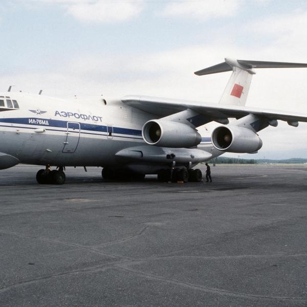1.Ил-76МД на стоянке.