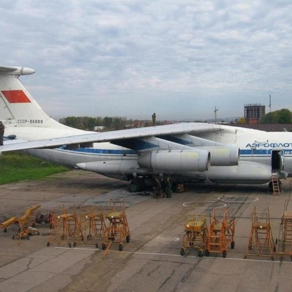1.Ил-76ПП на учебном аэродроме в Иркутске.