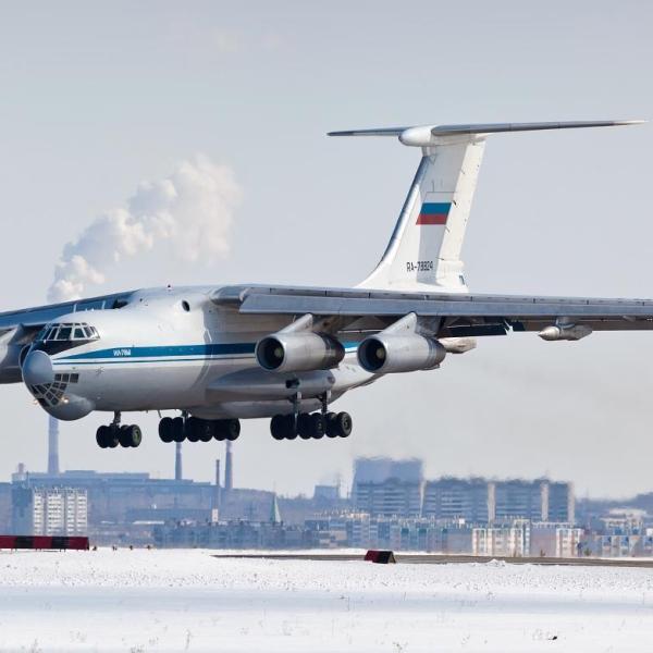 1.Ил-78М заходит на посадку.