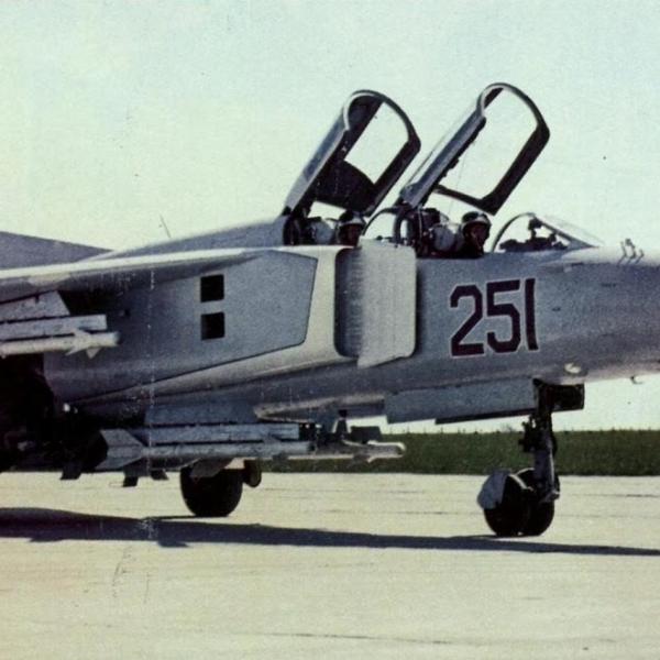 1.Первый опытный МиГ-23УБ.