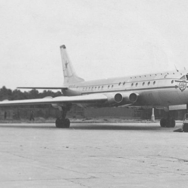 1.Ту-110 на стоянке.