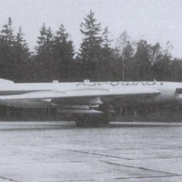 1.Ту-16 Циклон-Н на рулежке.