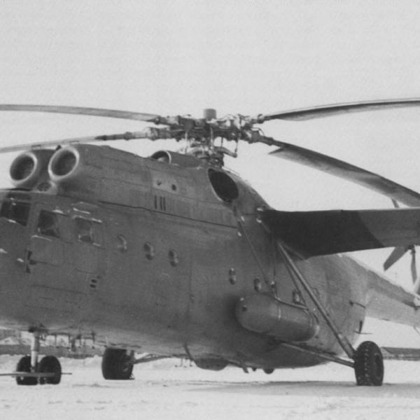 1.Воздушный командный пункт Ми-22 (Ми-6АЯ) на стоянке.
