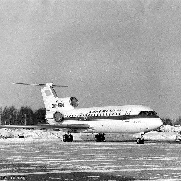 1.Як-42 на стоянке. 1978 г.