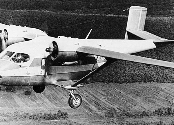 10.Ан-14 в полете.