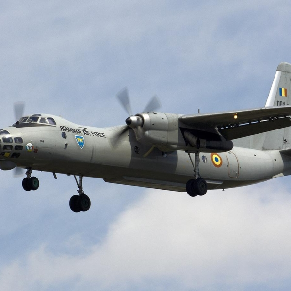 10.Ан-30Б ВВС Румынии заходит на посадку.