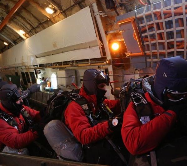 10.Выброска десанта на Северный Полюс. 17 апреля 2014 г.