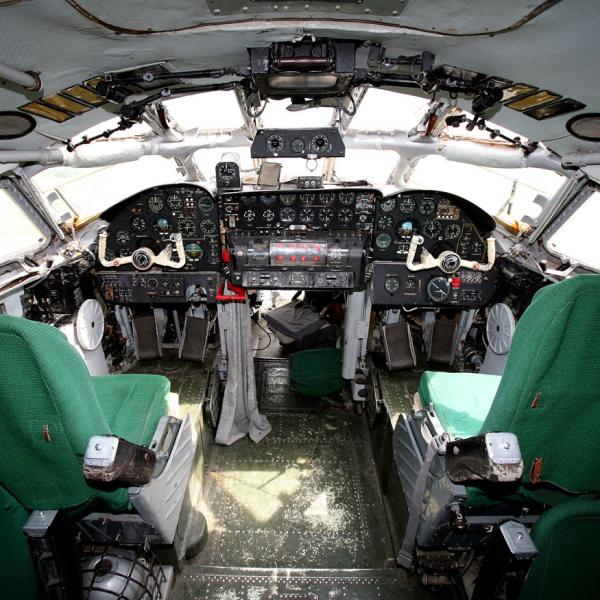 11.Кабина Ту-114.
