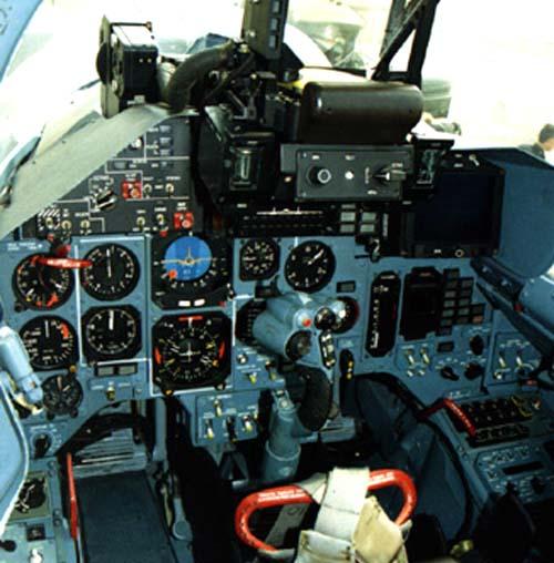 12.Кабина пилота Су-33.