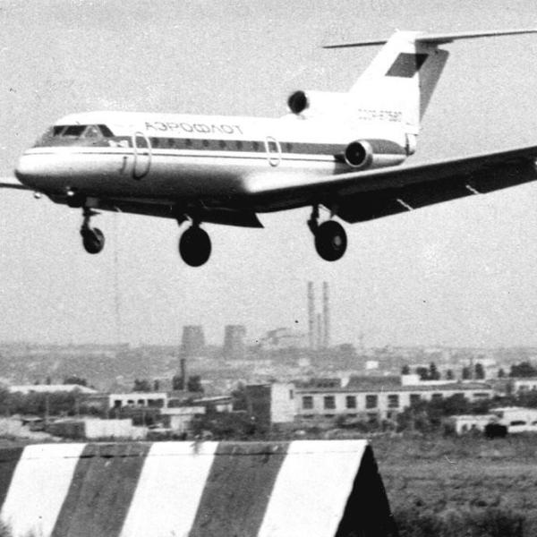 12.Як-40 заходит на посадку. 1