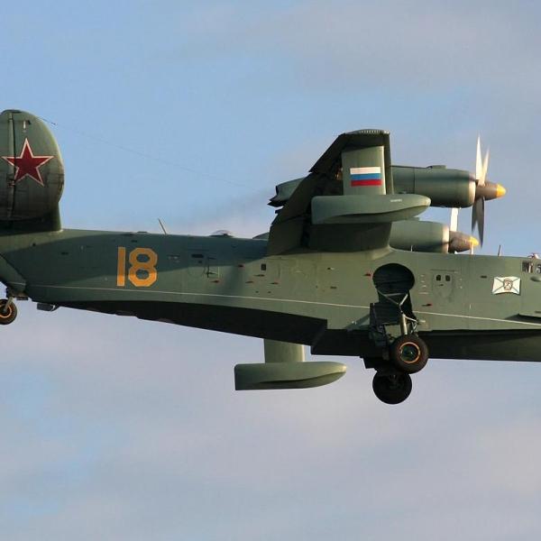13.Бе-12 ЧФ заходит на посадку.