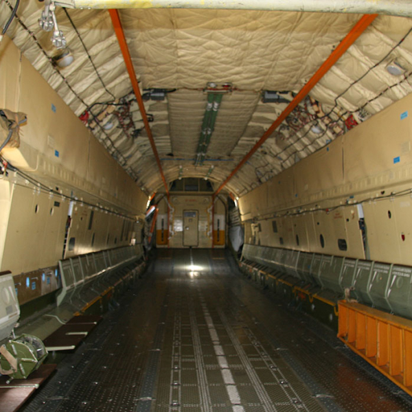 13.Грузовой отсек Ил-76М.