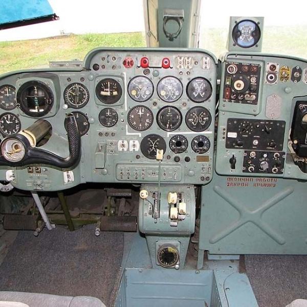 13.Кабина пилота Ан-14А