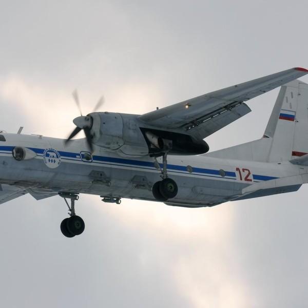 an-26-polyarnoj-aviatsii-zahodit-na-posadku