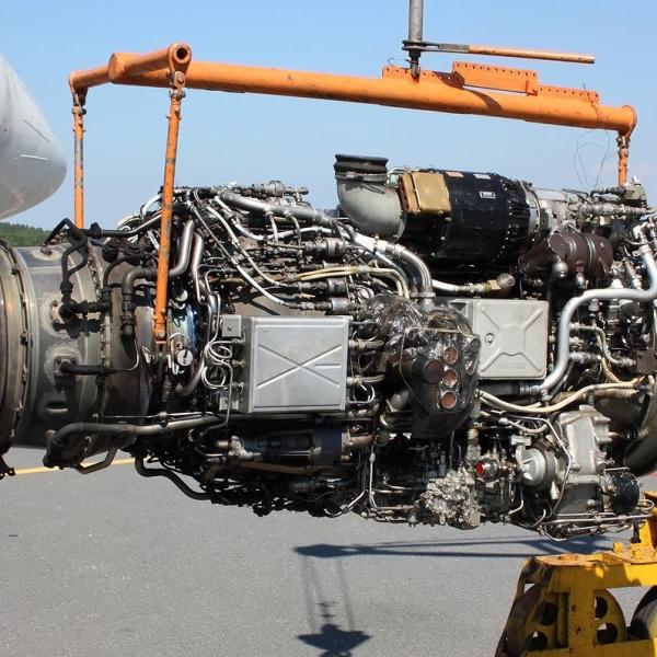15.Двигатель ТВ7-117 перед установкой на Ил-114.