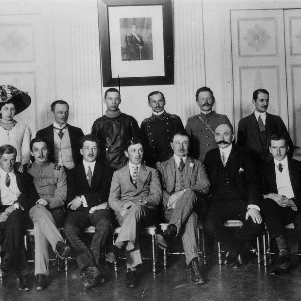 15.Группа авиаторов, участников перелета Санкт-Петербург - Москва 1911 года.