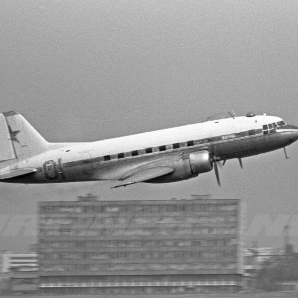 15.Ил-14М на взлете.