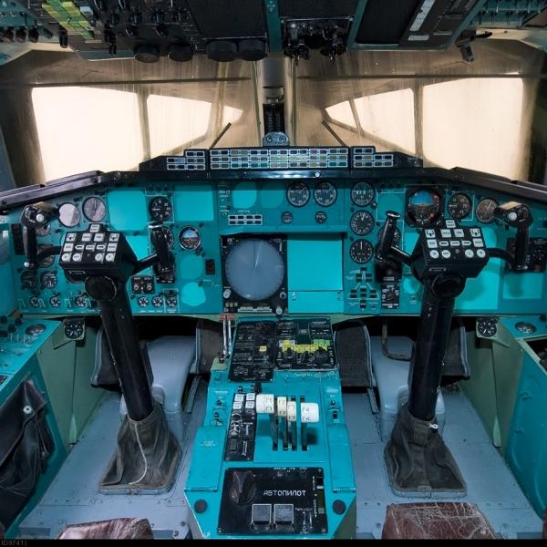 15.Кабина Ту-144.