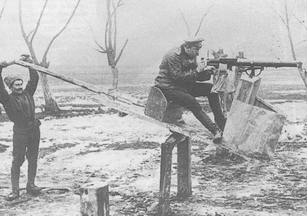 15.Тренажер для обучения стрельбе с самолета из пулемета Lewis Mk II