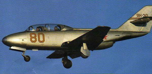 15.Як-30 заходит на посадку.