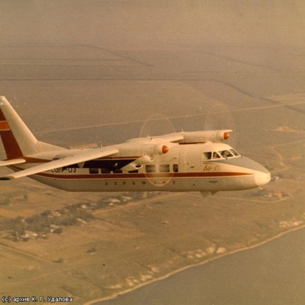 16.Бе-32 в полете.