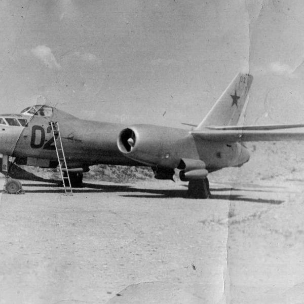 1а.Ил-28У на стоянке.