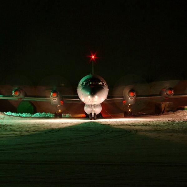 1а.Ил-38 Северного флота готовится выруливать на старт.