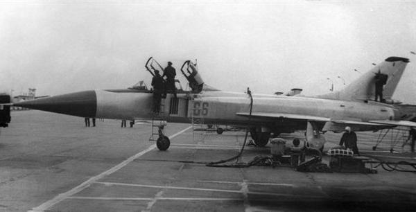 1а.Серийный Су-15УМ на стоянке.