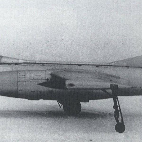 1а.Высотный самолет-разведчик Як-25РВ на испытаниях..