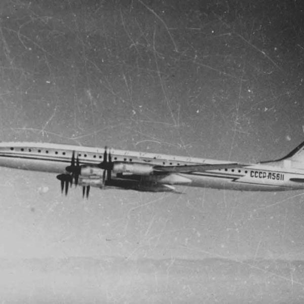 1б.Опытный Ту-114 в полете. Архив НИИ ГВФ.