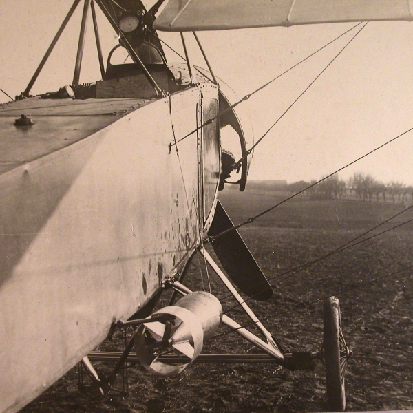 1б.Подготовка Morane-Saulnier L к вылету.