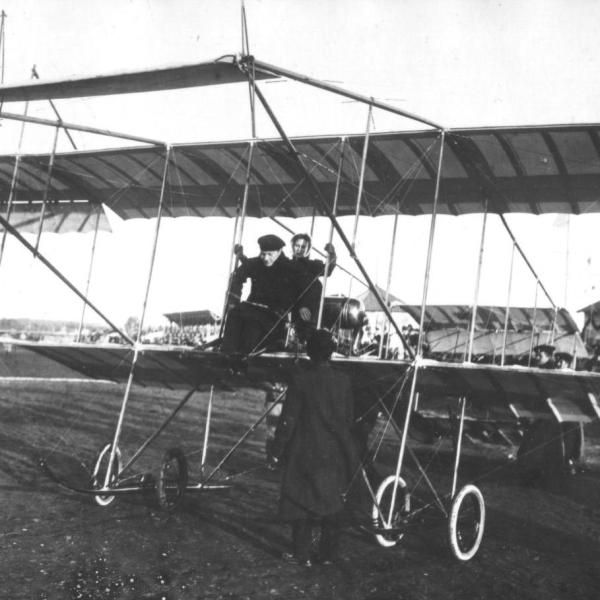 1в.Аэроплан Farman.IV на показательных полетах. С-Пб 1910 г