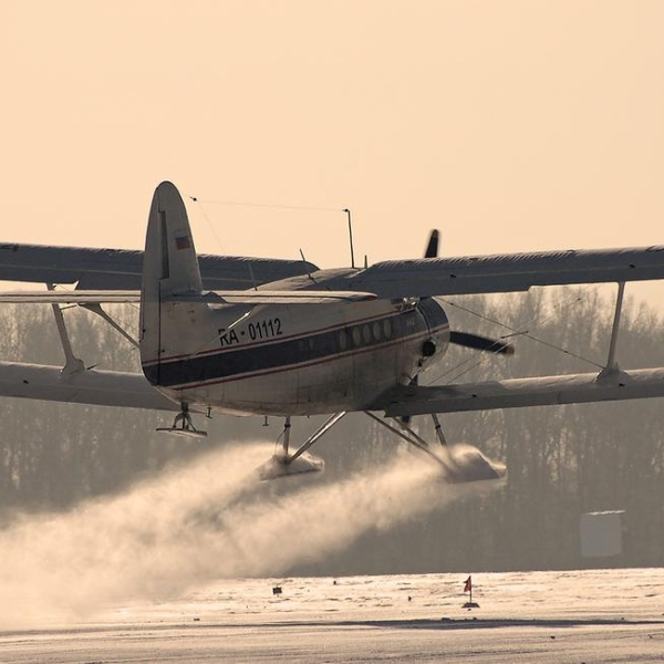 2.Ан-2 Лыжный взлетает.