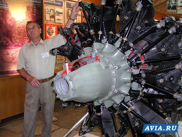 2.Двигатель М-85 в экспозиции музея.