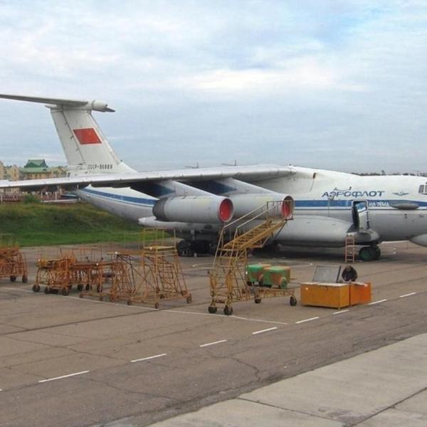 2.Ил-76ПП на учебном аэродроме в Иркутске