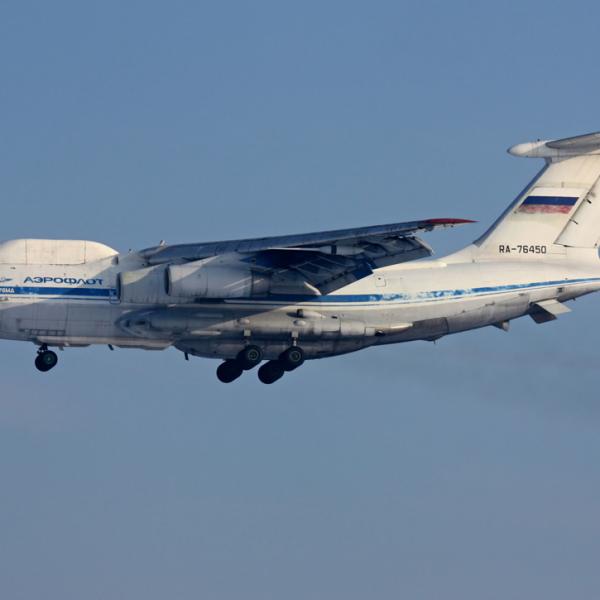 2.Ил-82 заходит на посадку.