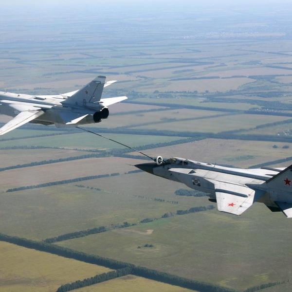 2.МиГ-31Б дозаправляется от Су-24М (ТЗ).