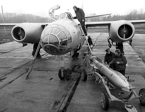 2.Подготовка торпеды РАТ-52 к загрузке в бомбоотсек Ил-28Т.