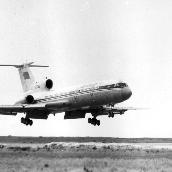 2.Посадка летающей лаборатории ЛЛ-083 (переоборудованный Ту-154Б)