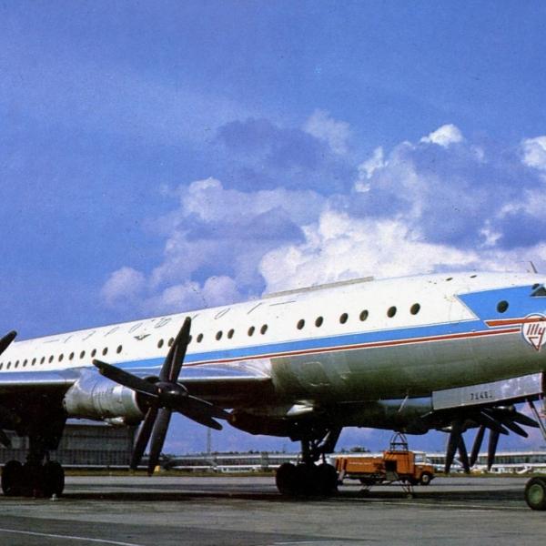 2.Ту-114 на стоянке.