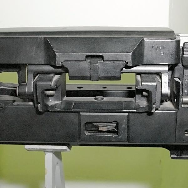 2.Затворная коробка пушки НР-30.