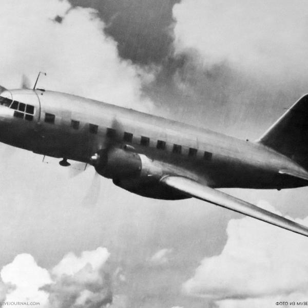 2а.Опытный Ил-12 в полете. 1