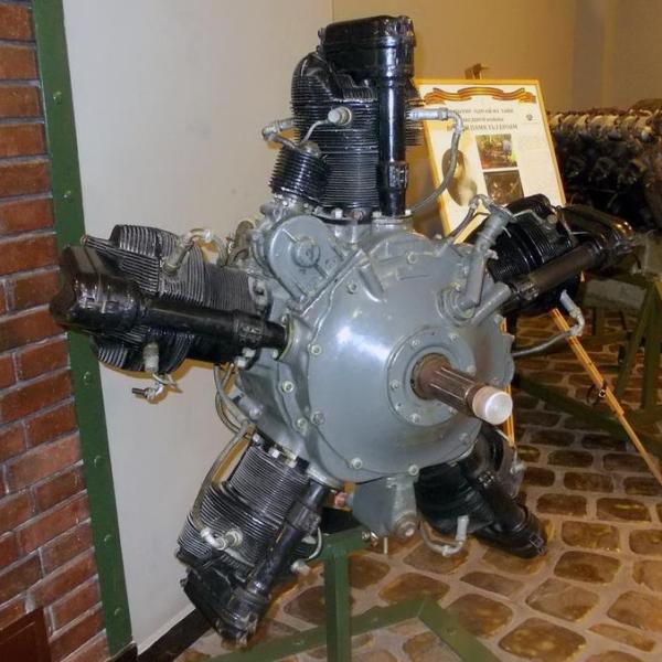 3.Двигатель М-11 из коллекции музея Задорожного.